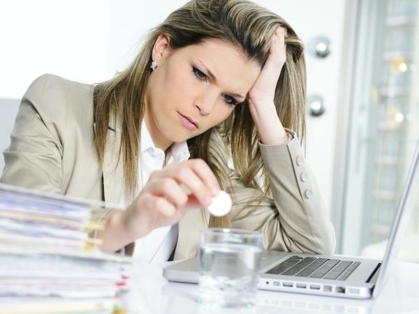 Одни из симптомов власоглава - раздражительность и частые головные боли