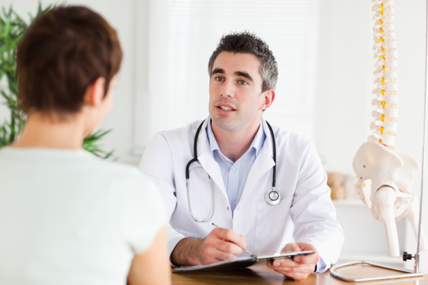 Только специалист поможет определить причину повышения температуры и назначить правильное лечение