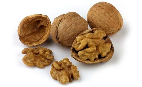 Кожура грецких орехов может использоваться как глистогонное средство