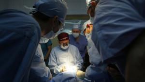Удаление из организма паразитов возможно исключительно хирургическим путем