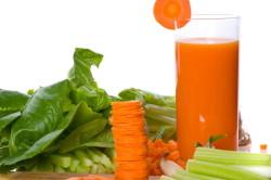 Польза морковного сока при сухости глаз