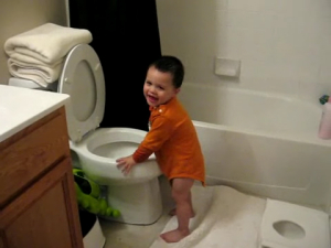 Очень важна регулярная уборка туалетной комнаты