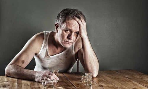 Для борьбы с сильным опьянением и похмельным синдромом существует множество фармакологических препаратов, а также средств народной медицины, например пищевая сода