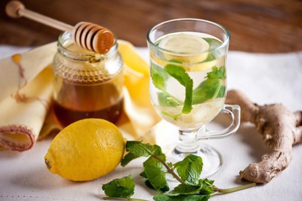 Для достижения наибольшего эффекта рекомендуется дополнительно с корнем имбиря употреблять лимон и мед