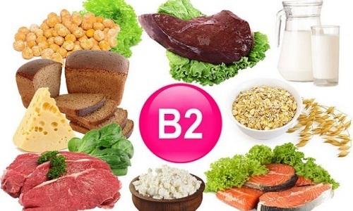 Источниками витамина В2являются пивные дрожжи, гречка и овсянка, молочные продукты, а также твердые сыры