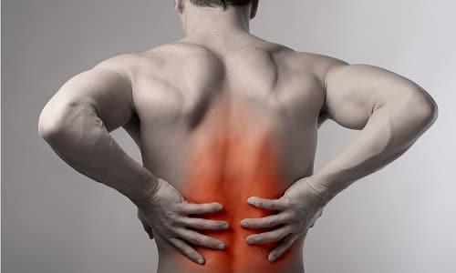 Тракционное вытягивание позвоночника при грыже в домашних условиях помогает снизить нагрузку на пораженный диск и давление на корешки нервов