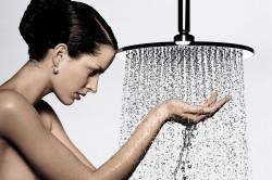 Принятие ежедневного душа при уксусном запахе пота
