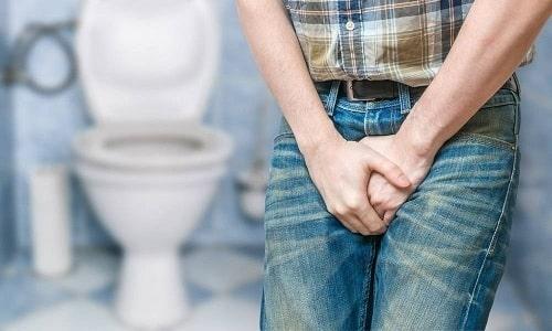Если частично был ущемлен кишечник, непроходимость не развивается, но происходит нарушение дефекации