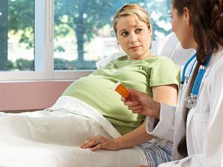 При обнаружении токсоплазмы в период беременности, необходимо регулярно наблюдаться у врача