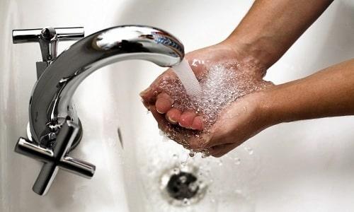 Лечение без лекарств: холодная вода при геморрое