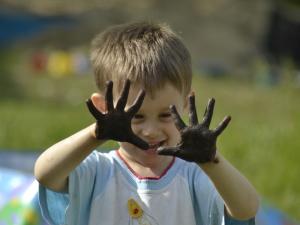 Не мытые руки часто провоцируют попадание глистов в детский организм