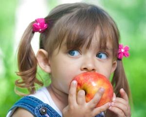 Плохо вымытые фрукты могут стать причиной заражения глистами